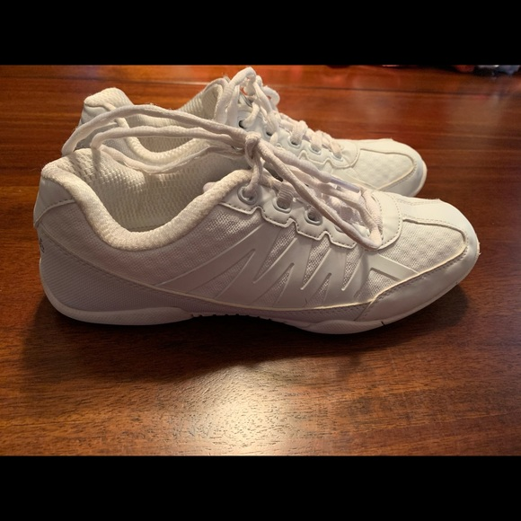 Womens Chasse Apex 8 White Cheer Shoes